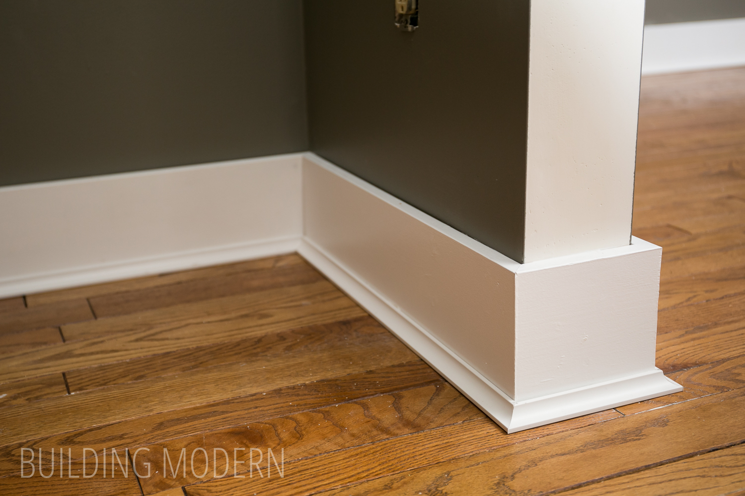 installing baseboards cove moulding caulking